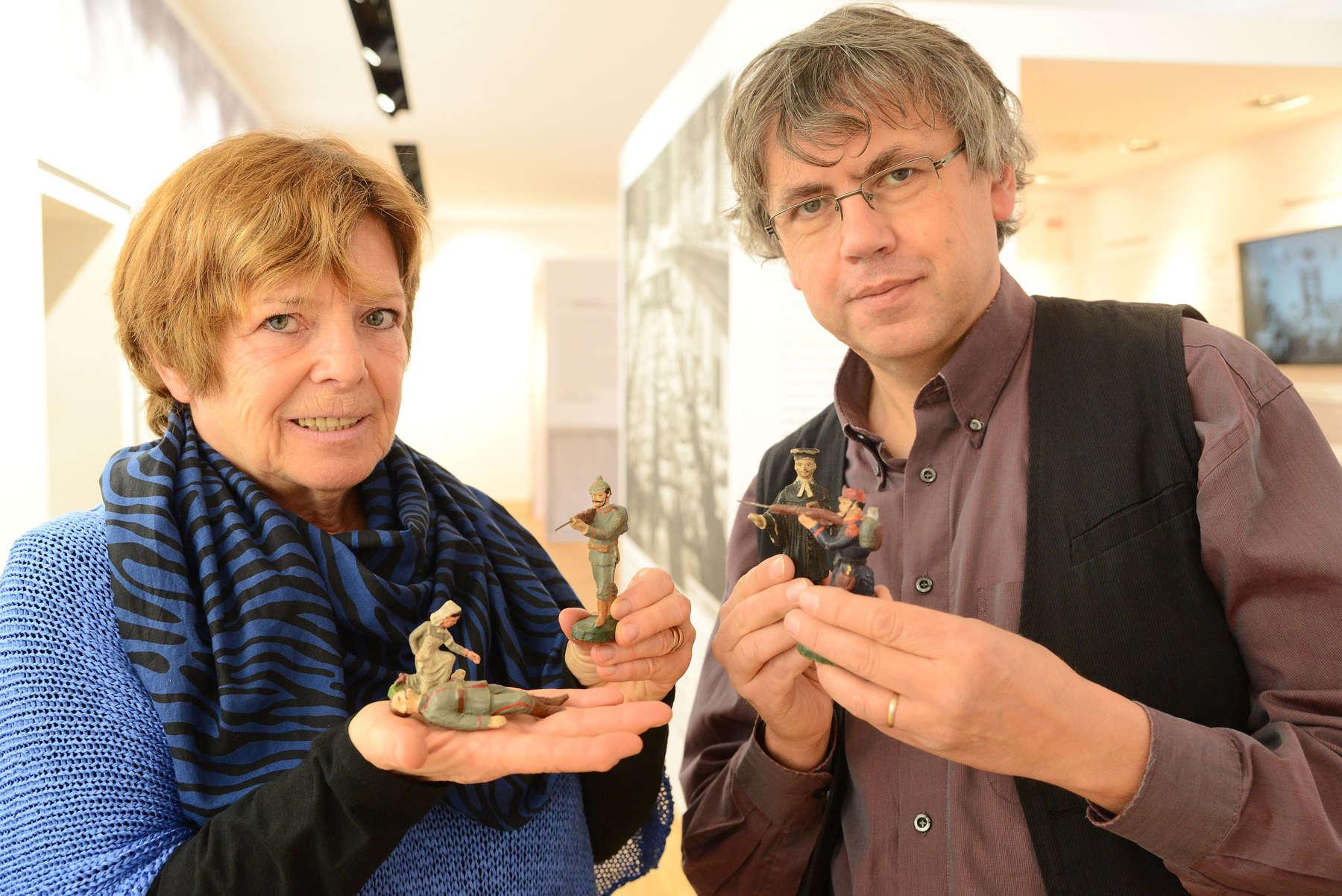 100 Jahre alte Spielzeug Figuren bereichern Ausstellung